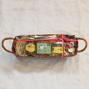 【ギフト】かご入り瓶詰めギフトセット (アンチョビソース1×トマトソース1×さばのドライカレー)